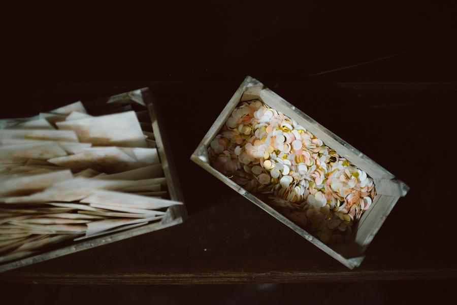 coriandoli rosa e oro in alternativa al riso