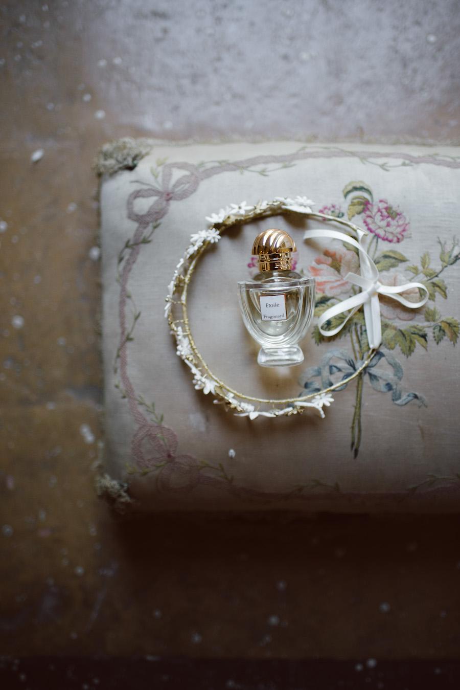 coroncina da sposa con fiori bianchi