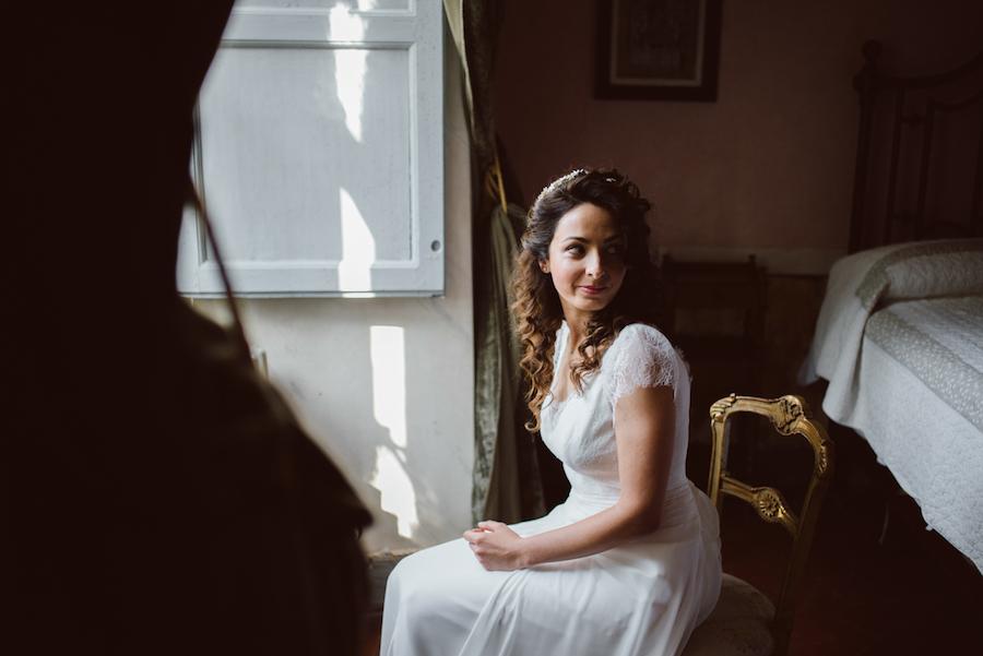 abito da sposa con maniche corte in pizzo