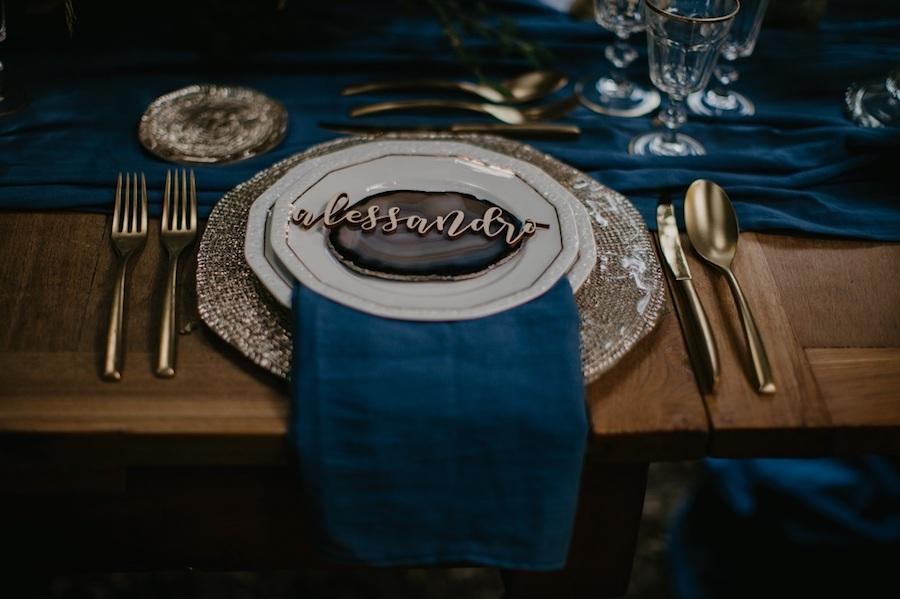 mise en place matrimonio blu e oro