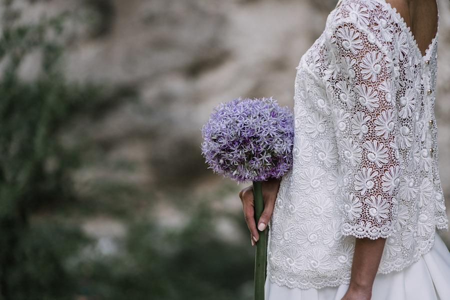 bouquet con aglio ornamentale viola