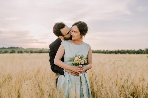 Un abito da sposa color menta per un matrimonio vintage