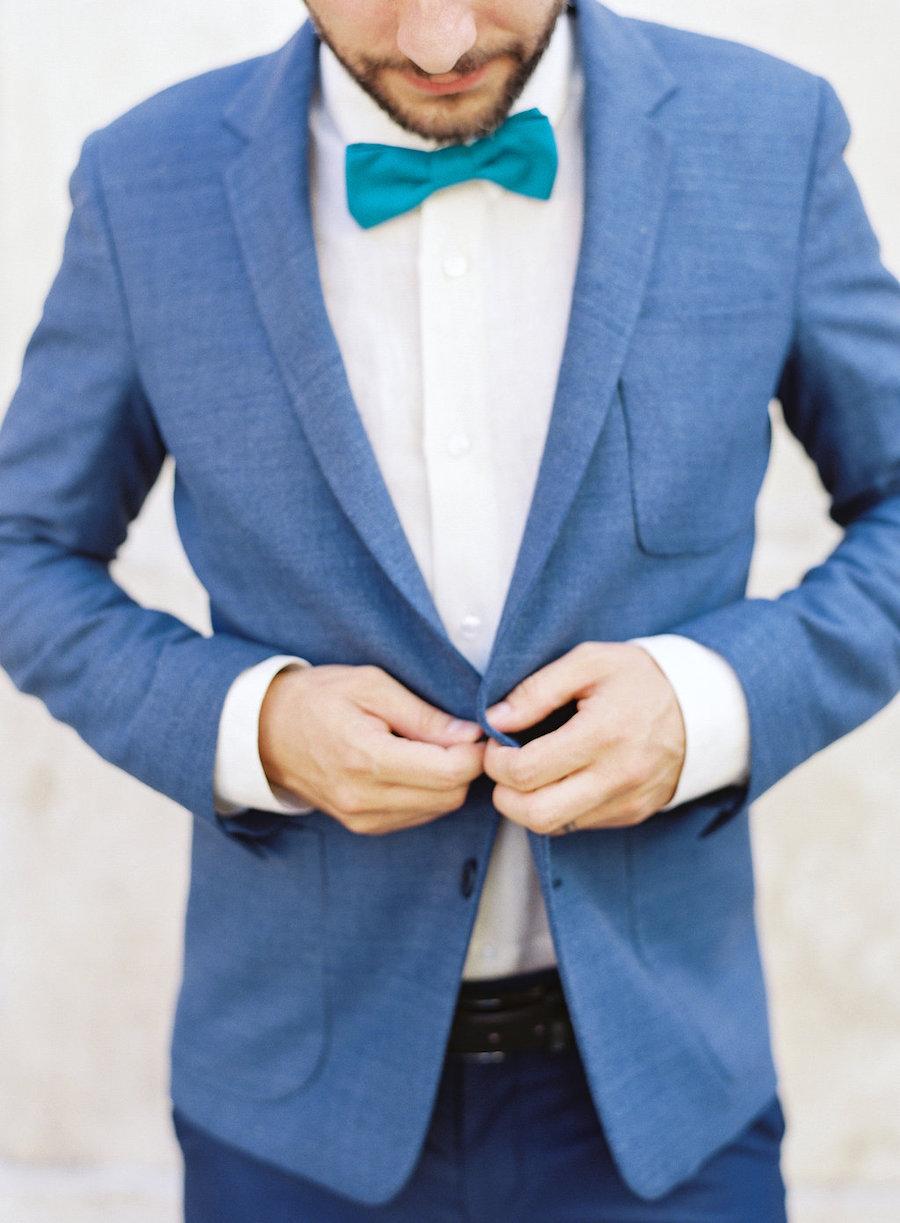 abito da sposo azzurro e blu