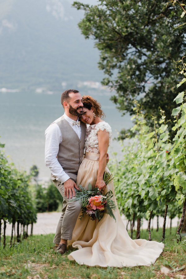 Matrimonio Sul Lago Toscana : Dalie e peonie per un matrimonio sul lago d iseo sara