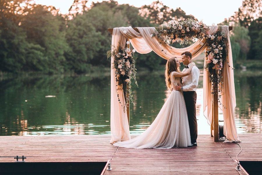 arco nuziale romantico