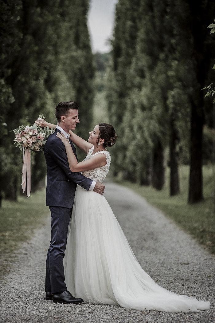Questa immagine ha l'attributo alt vuoto; il nome del file è matrimonio-romantico-a-tre-11.jpg