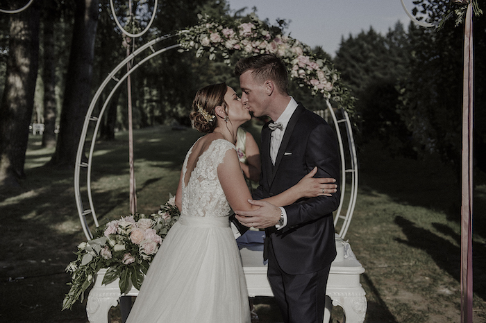 Questa immagine ha l'attributo alt vuoto; il nome del file è matrimonio-romantico-a-tre-9.jpg