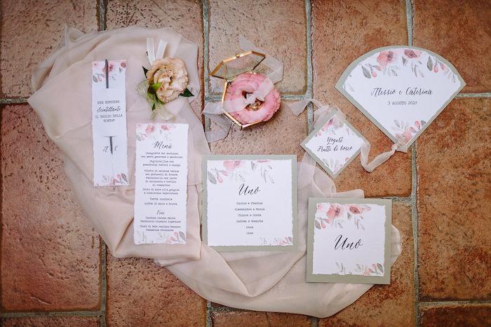 Questa immagine ha l'attributo alt vuoto; il nome del file è matrimonio-romantico-in-rosa-32.jpg