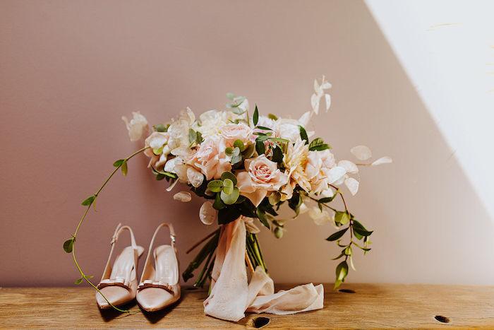 Questa immagine ha l'attributo alt vuoto; il nome del file è matrimonio-romantico-in-rosa-33.jpg