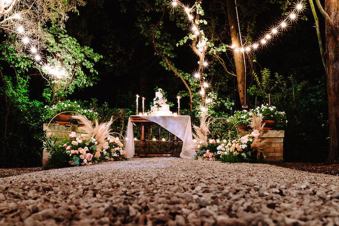 Questa immagine ha l'attributo alt vuoto; il nome del file è matrimonio-romantico-in-rosa-7.jpg